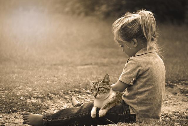 holčička s kočkou.jpg