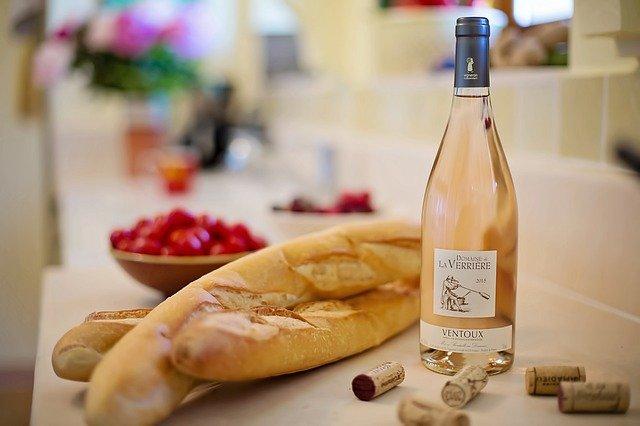 růžové víno a bagety.jpg