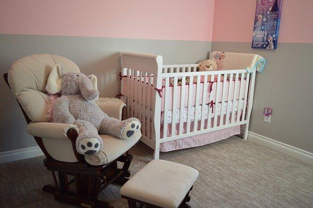 pokojíček pro novorozenou holčičku