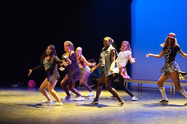 tanečníci breakdance